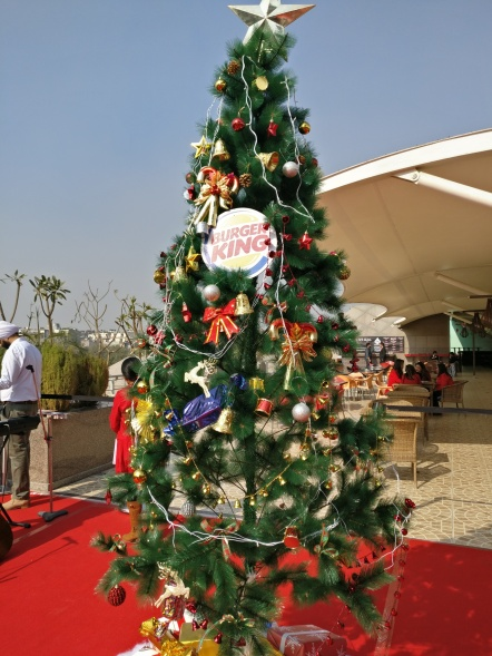 christmas-tree-at-dine-with-santa-burger-kings-event