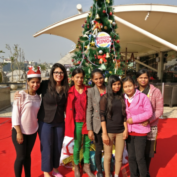 ngo-kids-enjoying-with-the-bloggers-at-dine-with-santa-christmas-event-at-burger-king-select-city-walk-saket