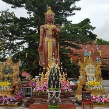 Wat Phra That statue